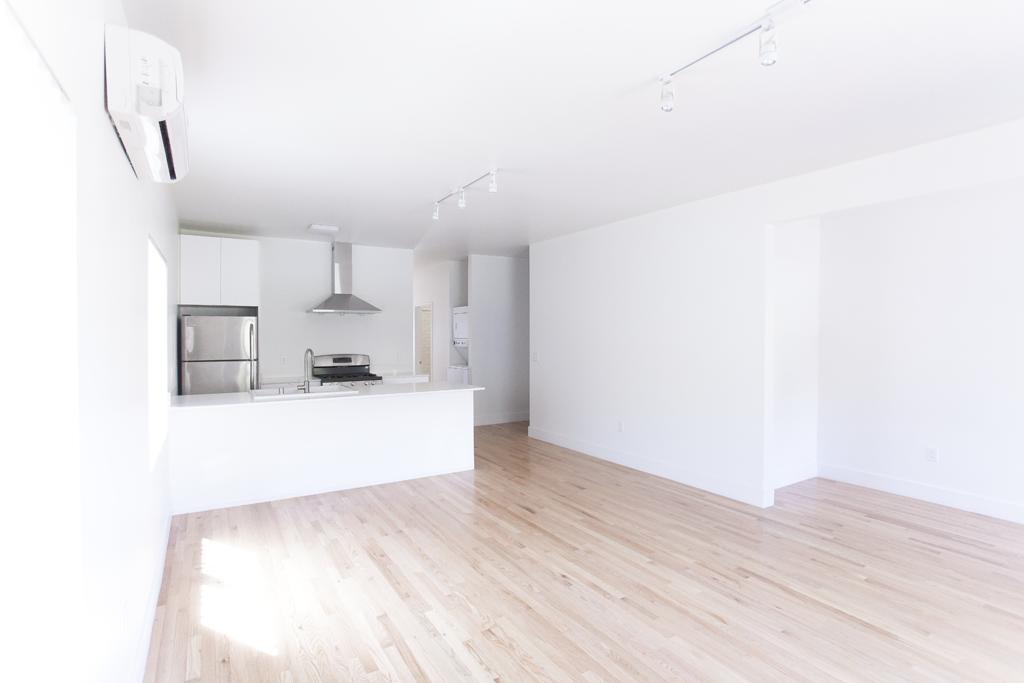 Living space 865 N. Hoover