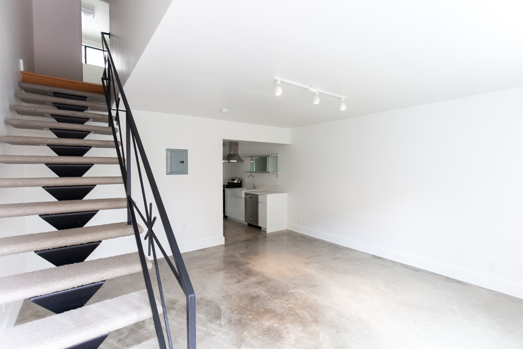 208 S Avenue 58 - living space