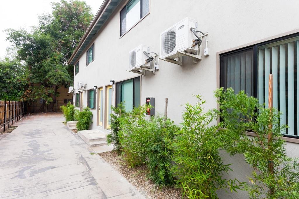 208 S Avenue 58 exterior 2