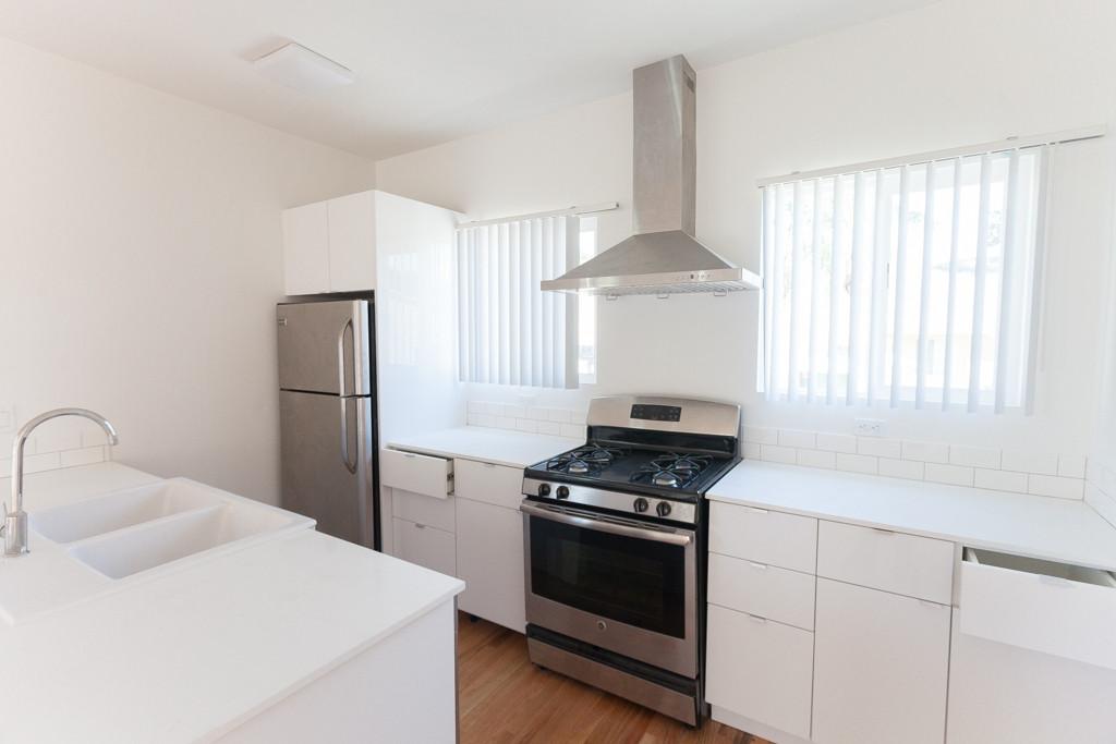 420 Commonwealth - kitchen